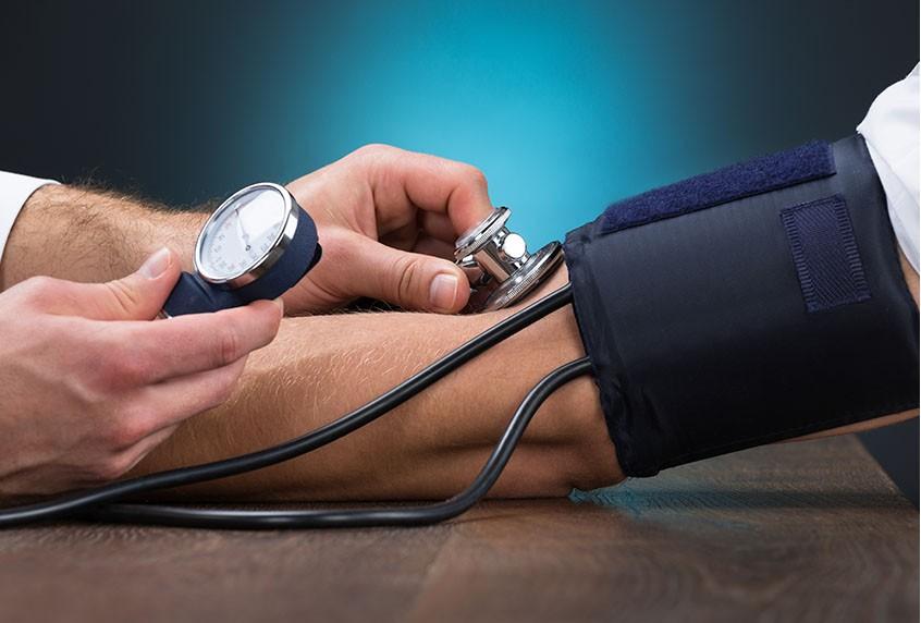 3 rimedi per tenere sempre sotto controllo la pressione del sangue